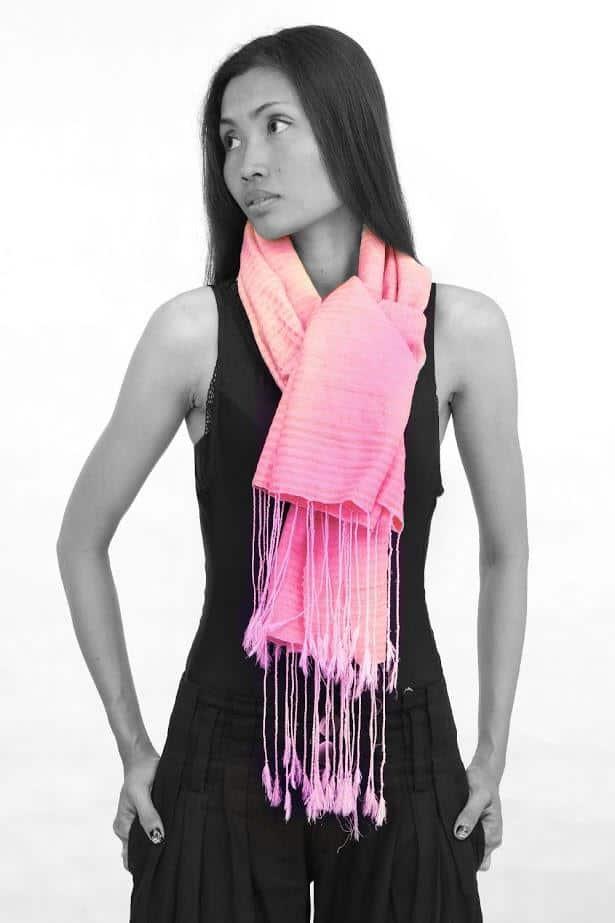 Model with Samatoa scarf